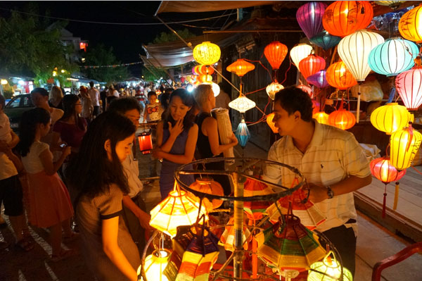 The beauty of Nguyen Hoang night market