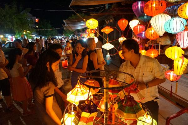 The beauty of Nguyen Hoang night market