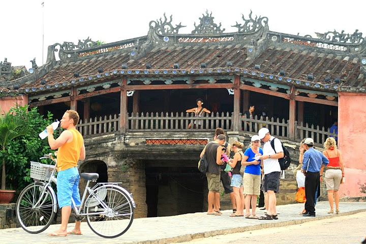 Tourists visited Cau bridge in Hoian
