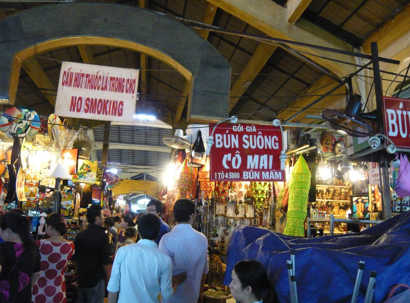 Exciting atmosphere inside Tay Do Market
