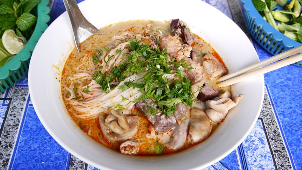 Khao Poon (Rice Vermicelli Soup)