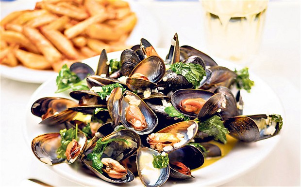 Enjoy mussels in Hoian