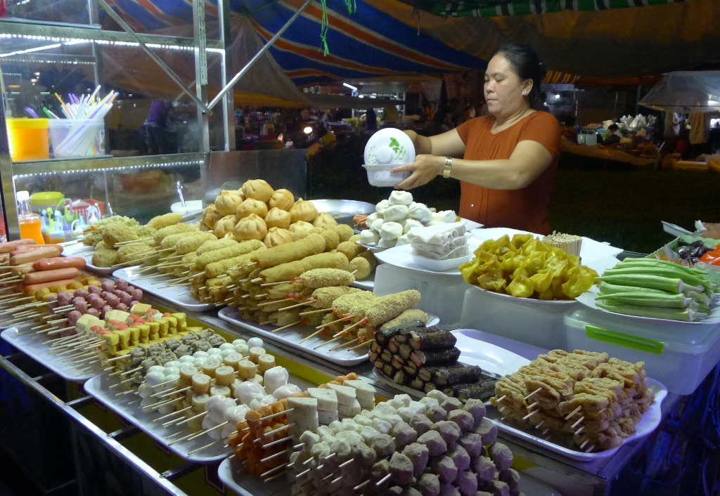 A street-food stall at Ninh Kieu night market