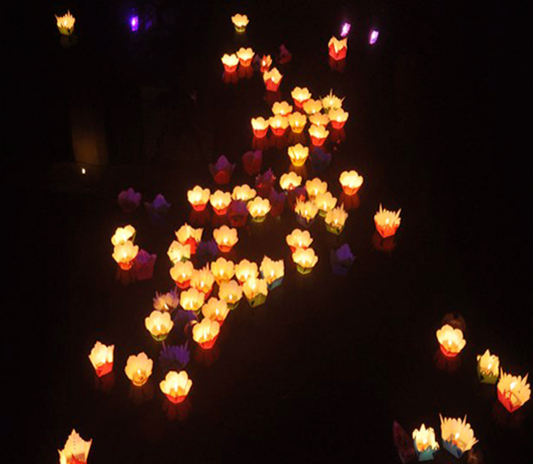 Watch the lantern light on the river, the symbolic beauty of Hoian in the April