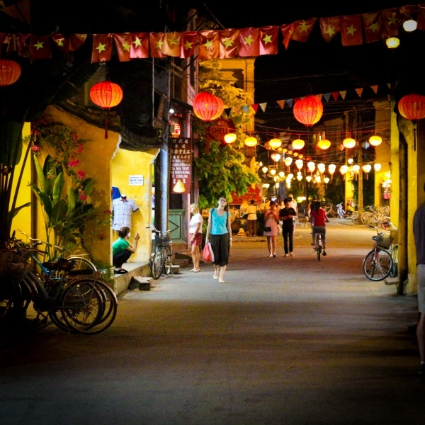 You can't miss the beauty of Hoian in the April, an pretty oasis of Vietnam