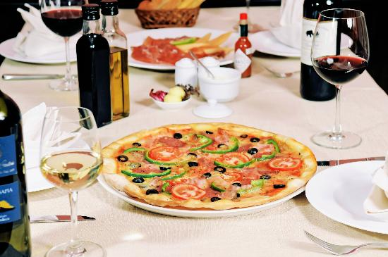 A good meal with a delicious pizza at Pendolasco