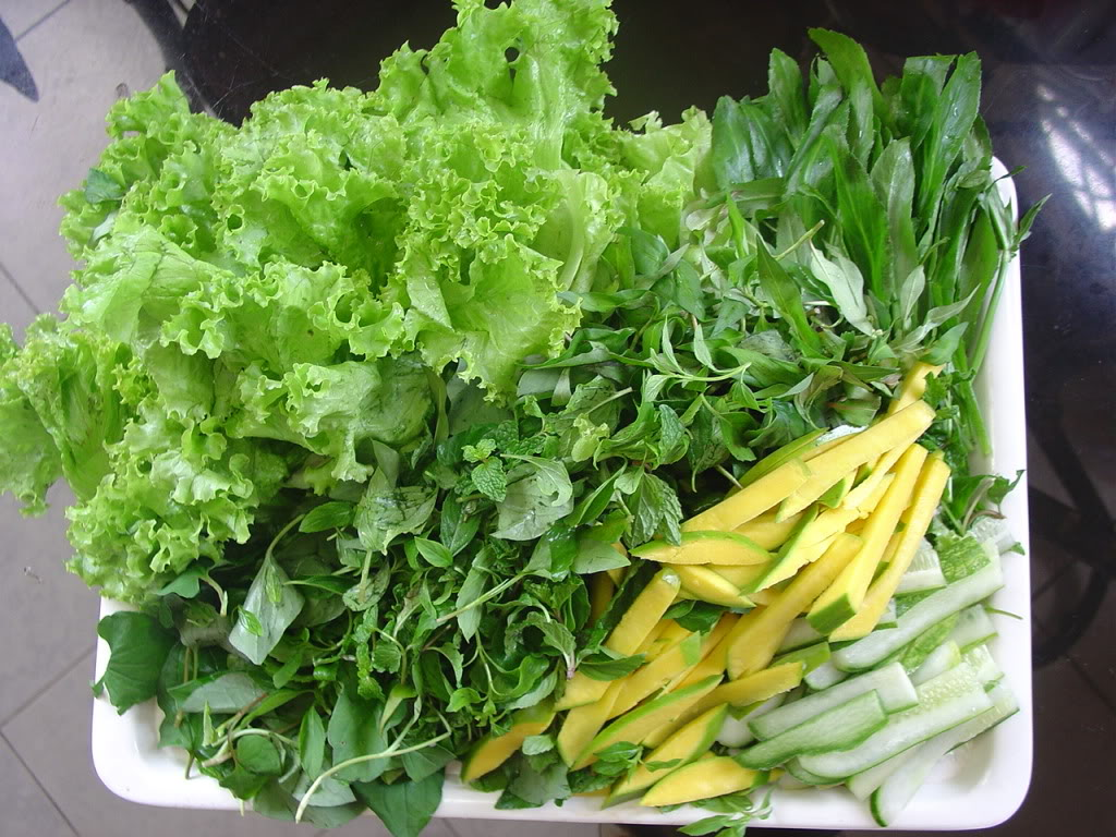 Some kinds of fresh vegetable to eat with Banh Xeo