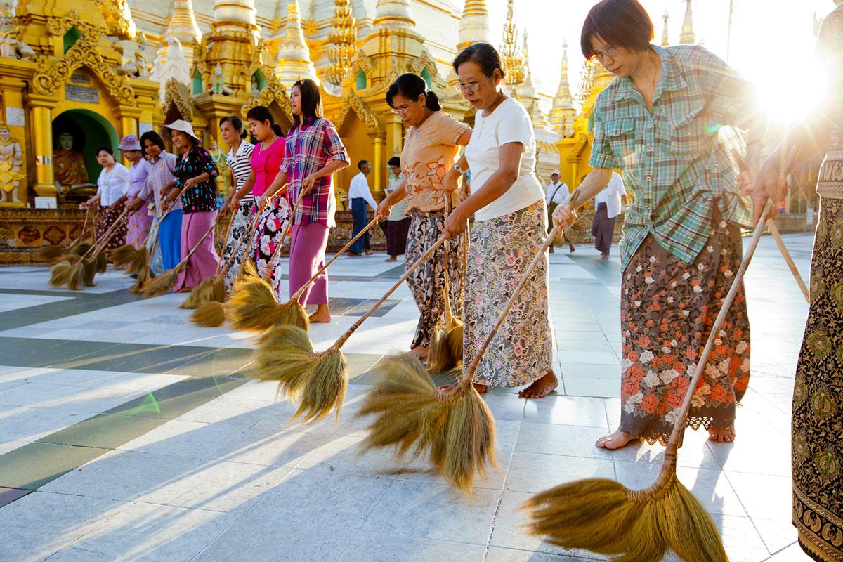 Go barefoot in Myanmar temples