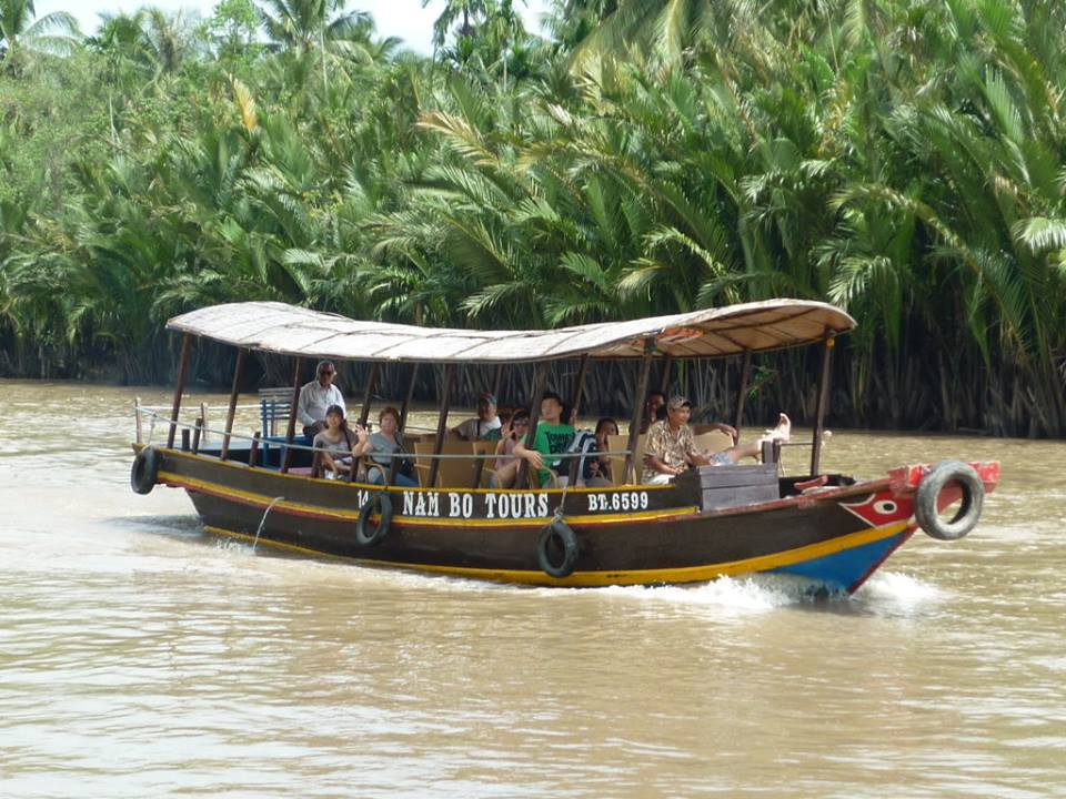 Travel to Ben Tre by boat