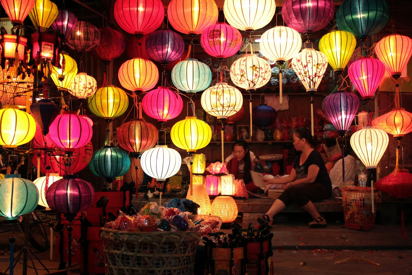 Contemplate colorful lanterns in Hoian is a wonderful experience