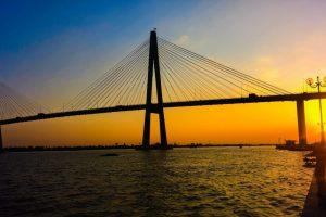 Rach Mieu Bridge looks beautiful in the sunset