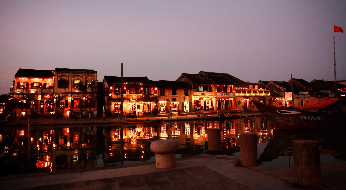 The peace of Hoian at night