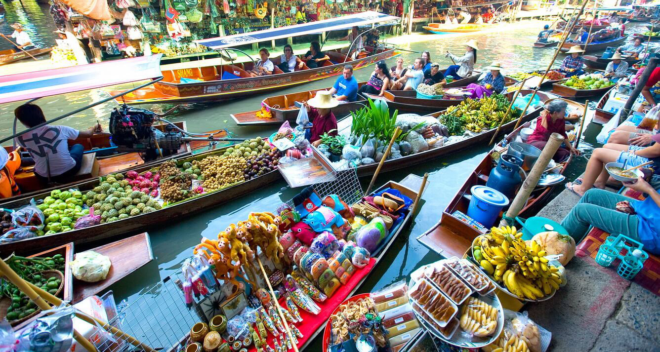 Seating on the boat and exploring Tra On floating market
