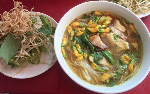 Chau Doc Rice Noodle Soup with Fish is the dish that you should not miss in the Mekong DeltaChau Doc Rice Noodle Soup with Fish is the dish that you should not miss in the Mekong Delta
