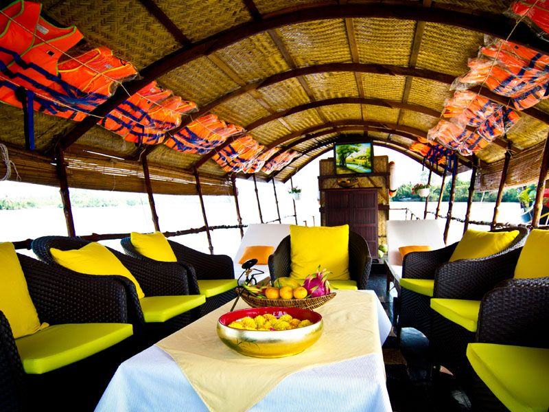 Mango cruise boat lounge