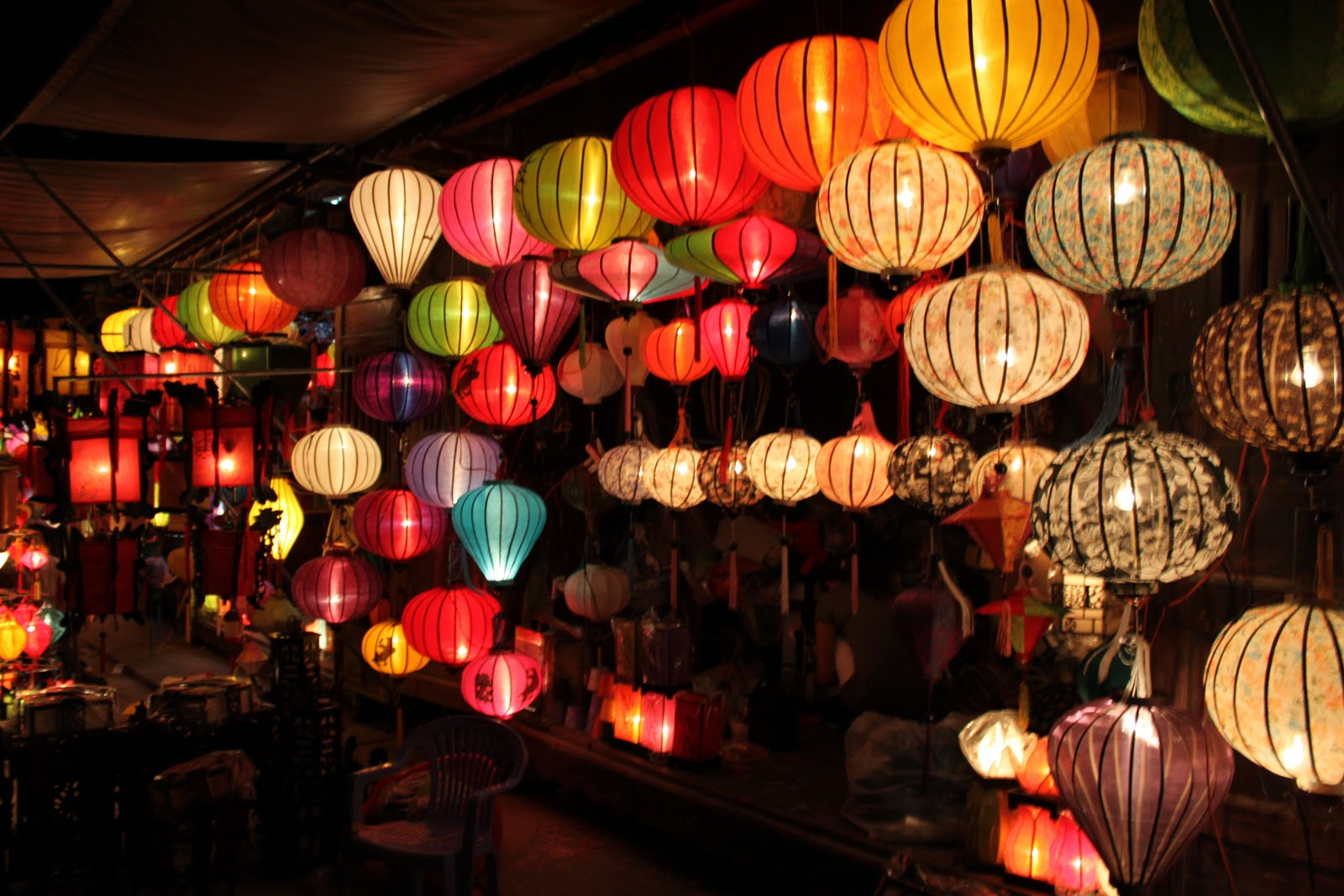 The sparkling lanterns in Hoi An night