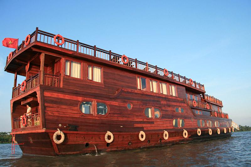 Floating on Mekong Delta to Phnom Penh