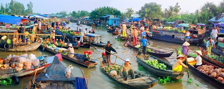 A floating market of Cai Rang