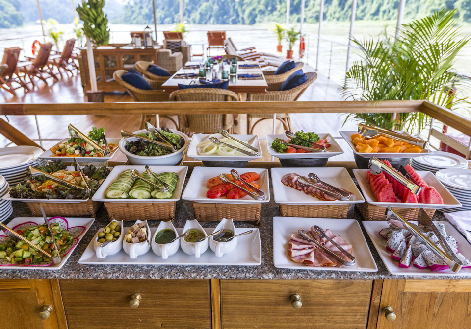 Pandaw Cruise Mekong breakfast