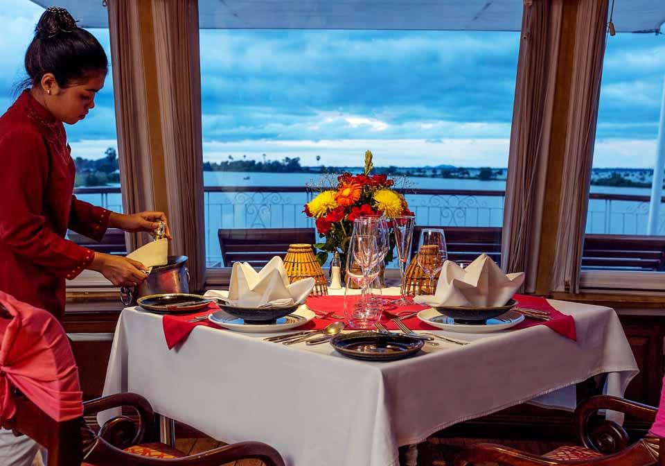 Jahan Cruise restaurant