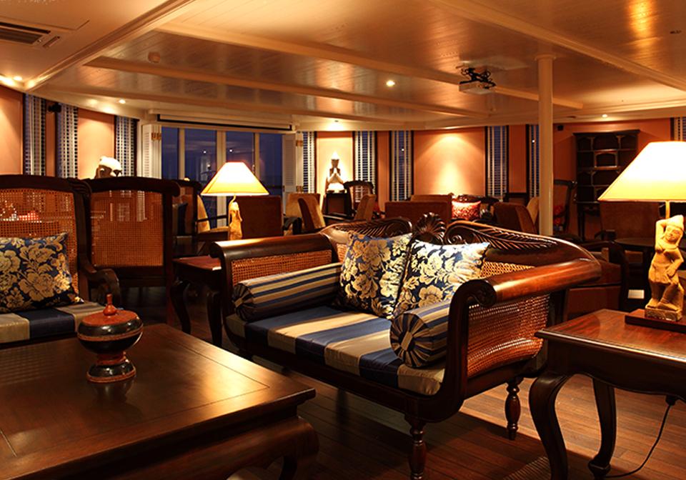 Jayavarman cruise livingroom