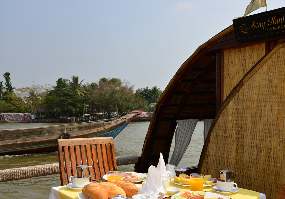 Song Xanh Sampan breakfast