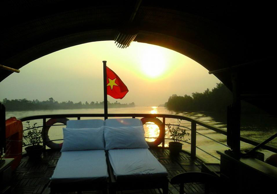 authentic Mekong cruise view front