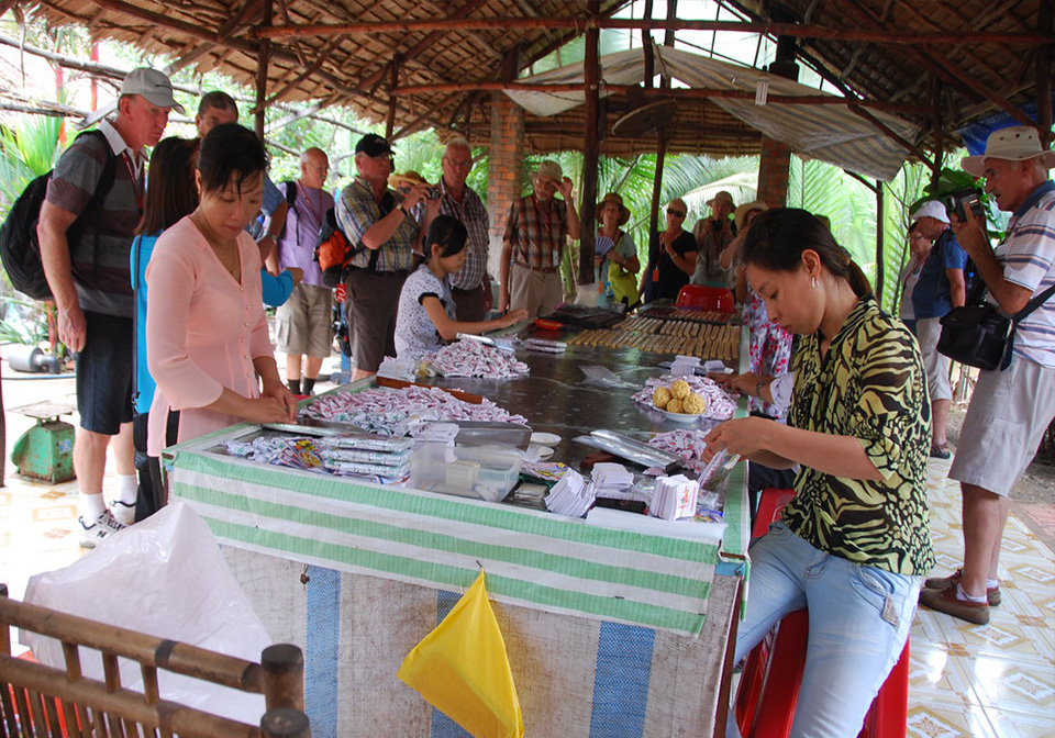 A coconut candy making workshop in Ben Tre